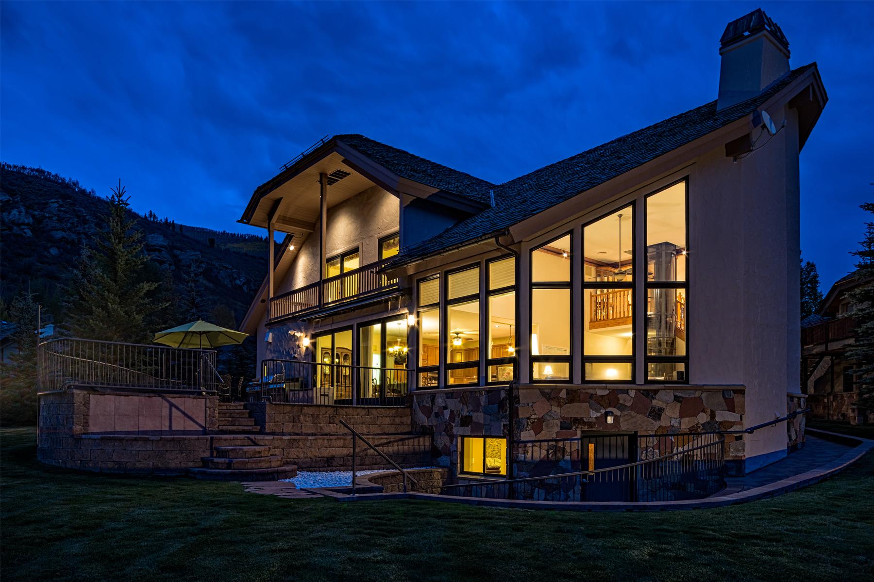 Maison unifamiliale pour l Vente à Large Single Family Home in Vail 1428 Moraine Dr Vail, Colorado 81657 États-Unis