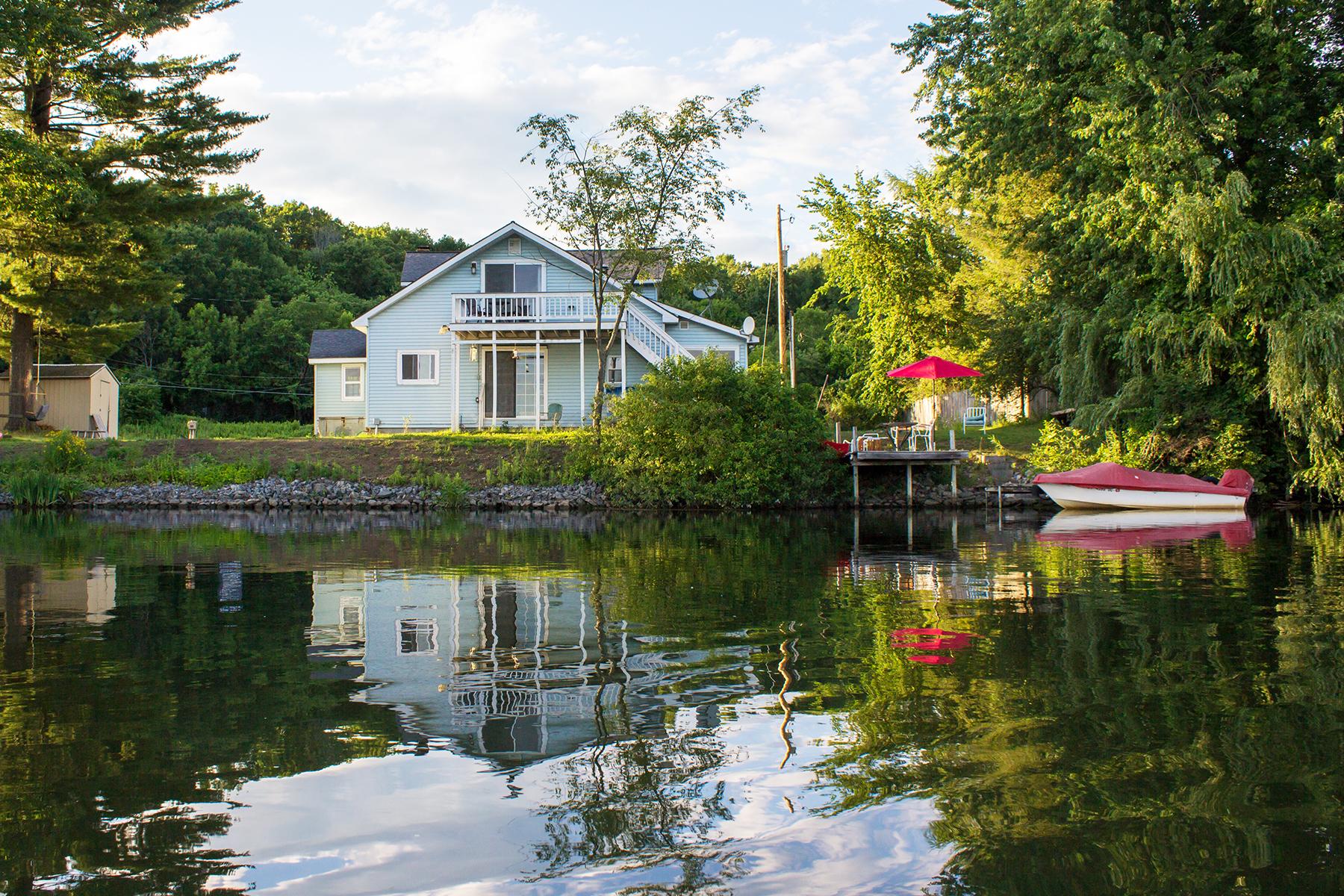Nhà ở một gia đình vì Bán tại Fish Creek Waterfront with Lake Access 802 Rt 29 Saratoga Springs, New York, 12866 Hoa Kỳ