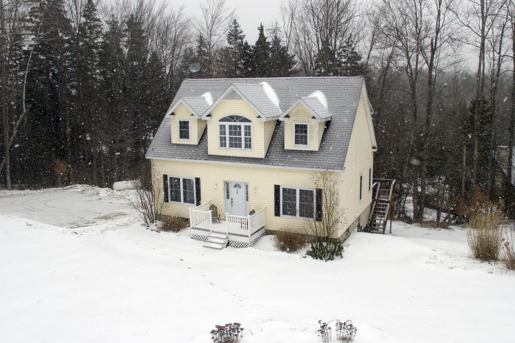 Single Family Home for Sale at Bright and Spacious Nantucket Cape 34 Golden Triangle Winhall, Vermont, 05340 United States
