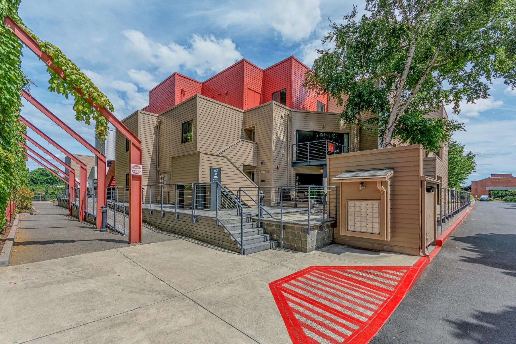 Nhà chung cư vì Bán tại 1040 NAITO PKWY 011, PORTLAND 1040 NW NAITO Pkwy 011 Portland, Oregon 97209 Hoa Kỳ