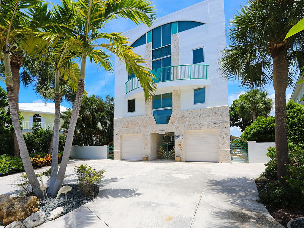 Maison unifamiliale pour l Vente à LAGUNA PARK 723 El Dorado Dr Venice, Florida 34285 États-Unis