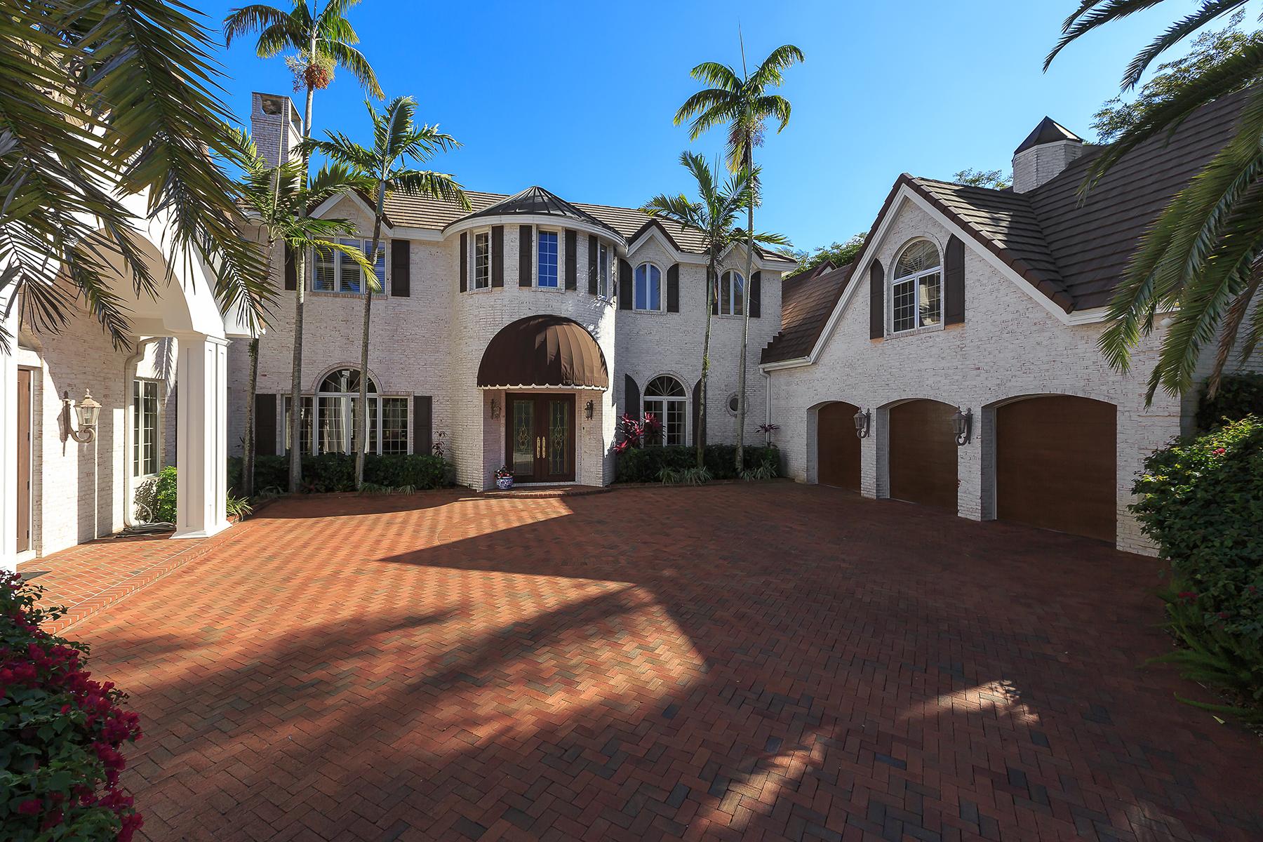 단독 가정 주택 용 매매 에 PELICAN BAY - BAY COLONY SHORES 356 Cromwell Ct Naples, 플로리다, 34108 미국