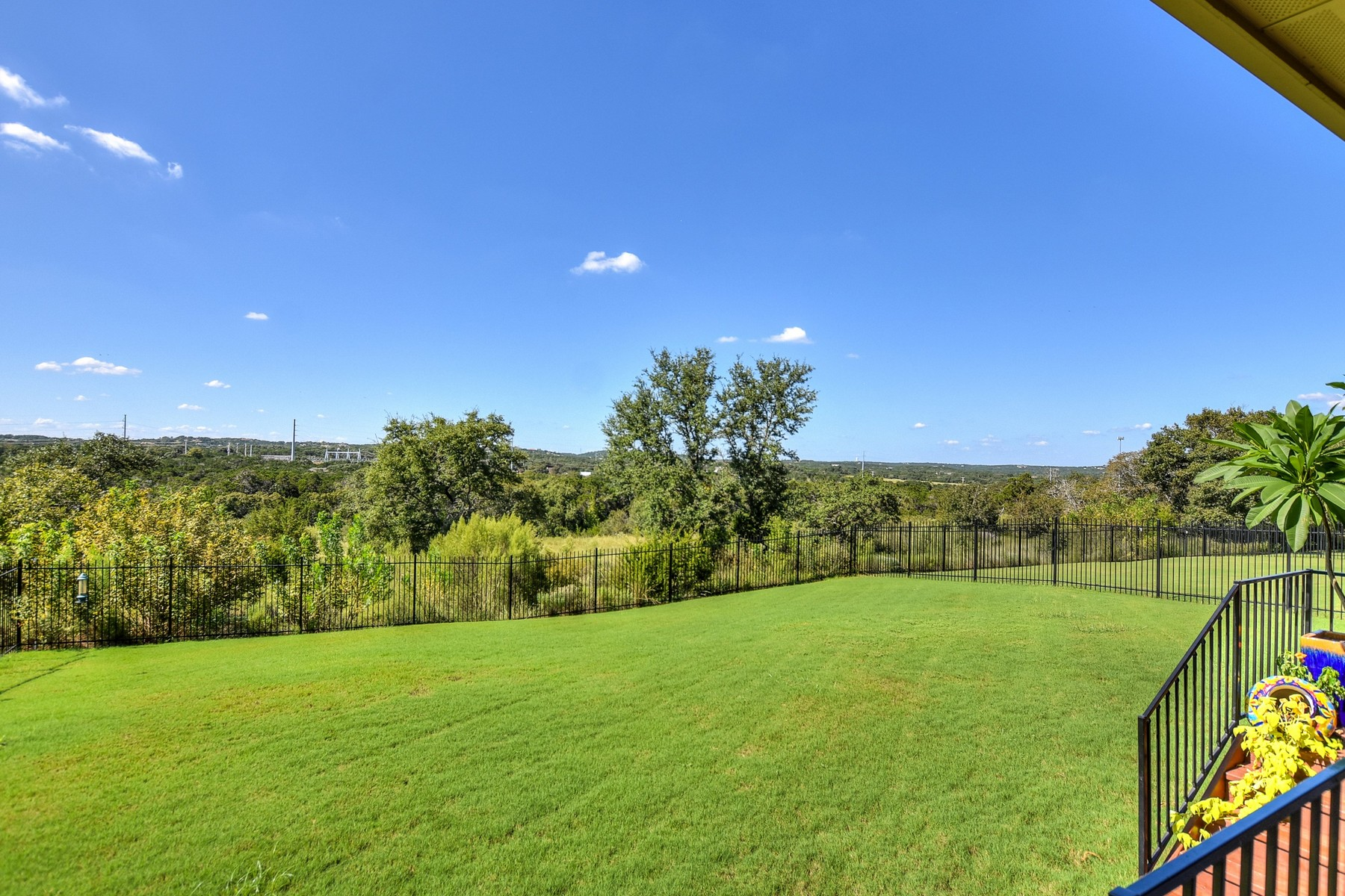 Additional photo for property listing at Stunning Home in Neighborly Reunion Ranch! 306 Emma Loop Austin, Texas 78737 Estados Unidos