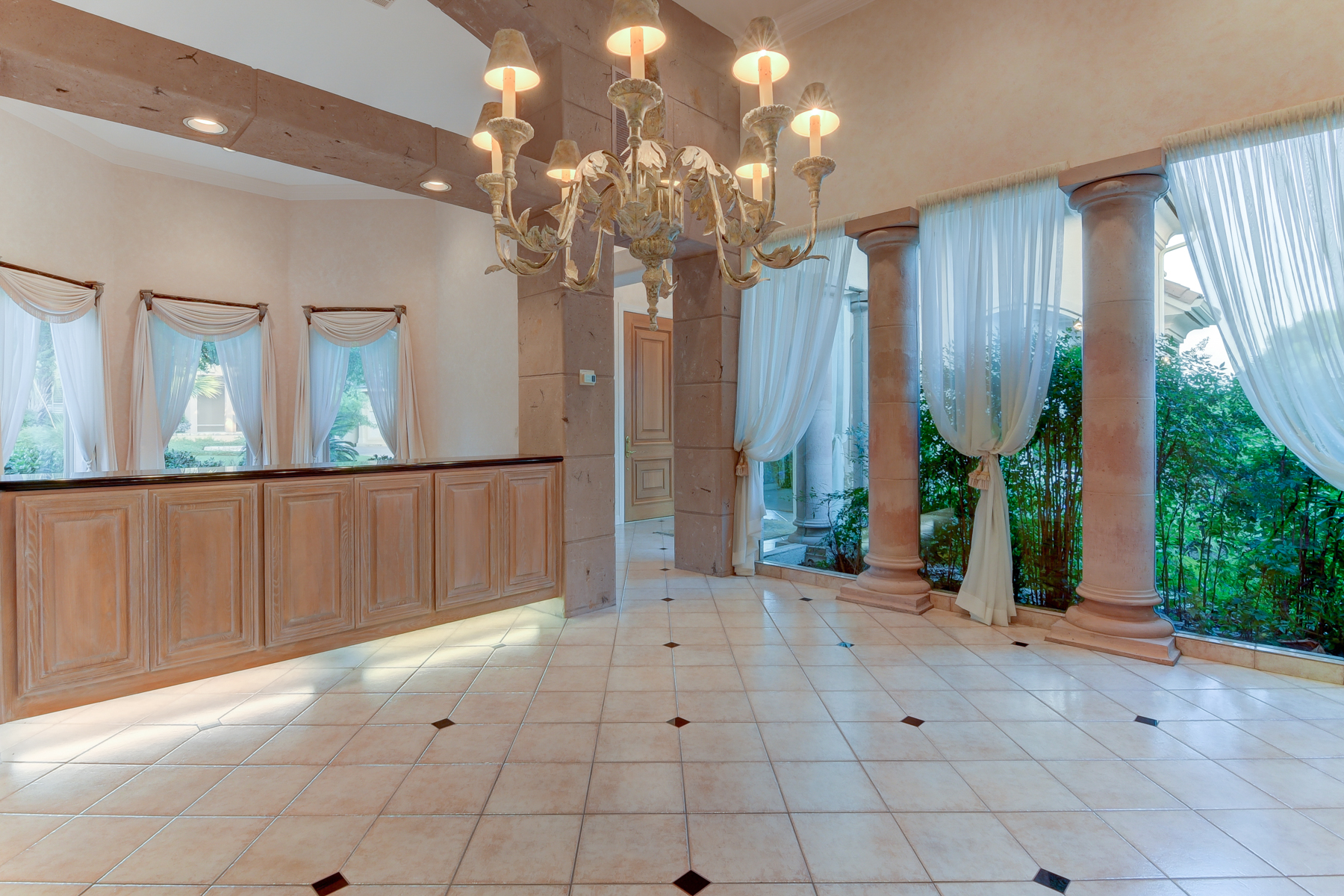 Additional photo for property listing at Gorgeous Gem in The Dominion 11 Kings Heath San Antonio, Texas 78257 United States