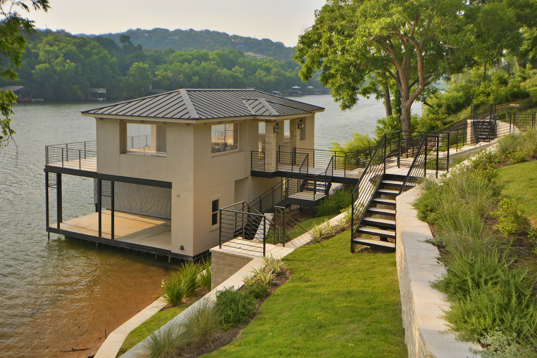 Additional photo for property listing at Modern 6.8 acre Lake Austin Waterfront Estate 14800 Flat Top Ranch Rd Austin, Texas 78732 United States