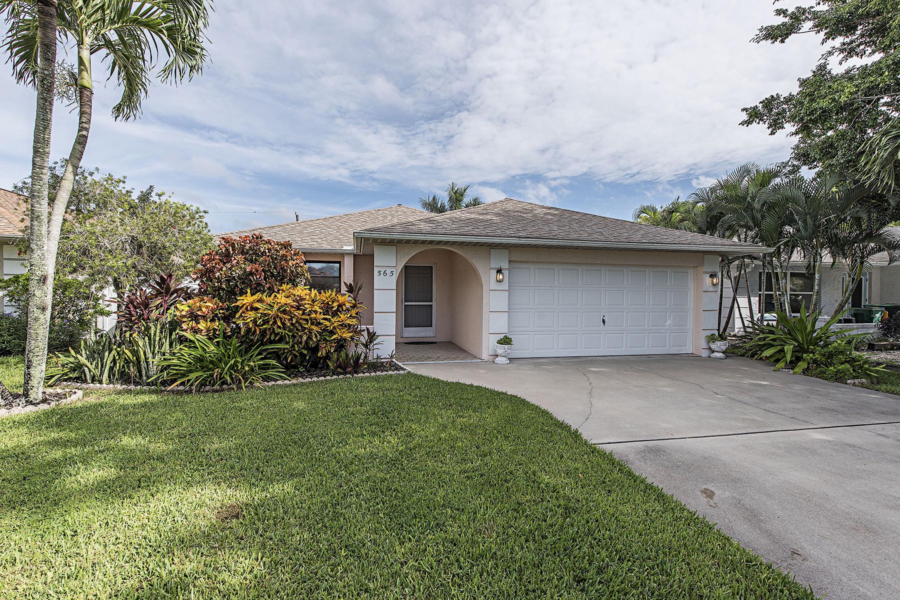 Casa para uma família para Venda às NAPLES PARK 565 108th Ave N Naples, Florida, 34108 Estados Unidos
