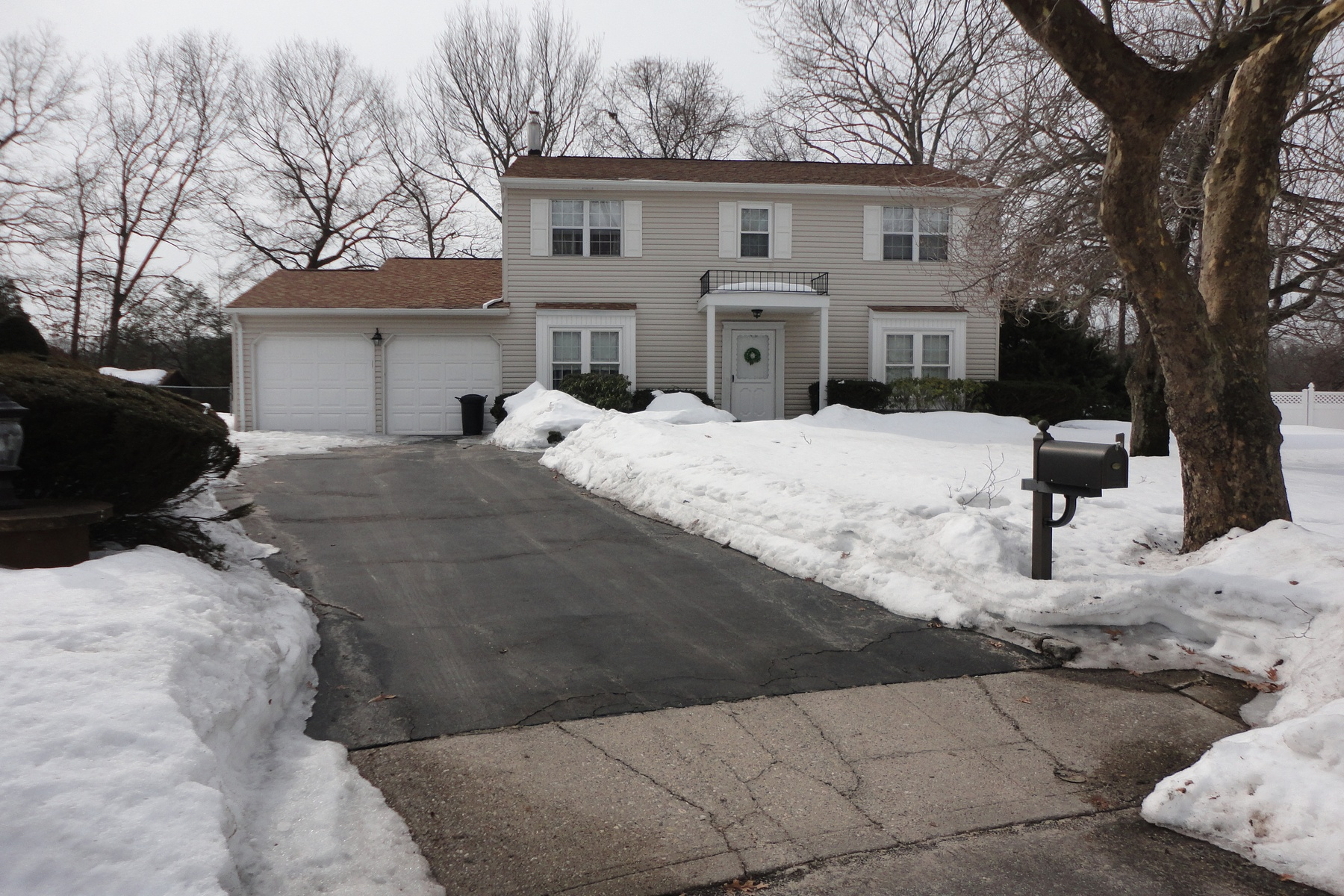 Single Family Home for Sale at Colonial Commack, New York 11725 United States