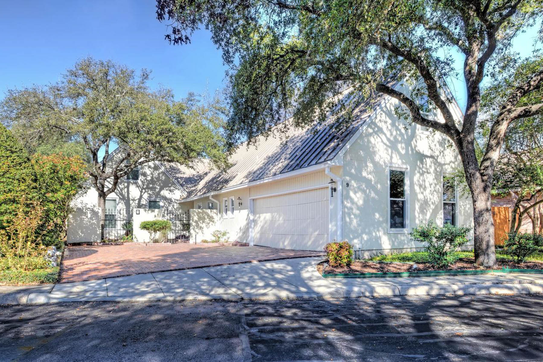Single Family Home for Sale at Must-See Home in Oakwell Heights 9 Campden Ct San Antonio, Texas 78218 United States