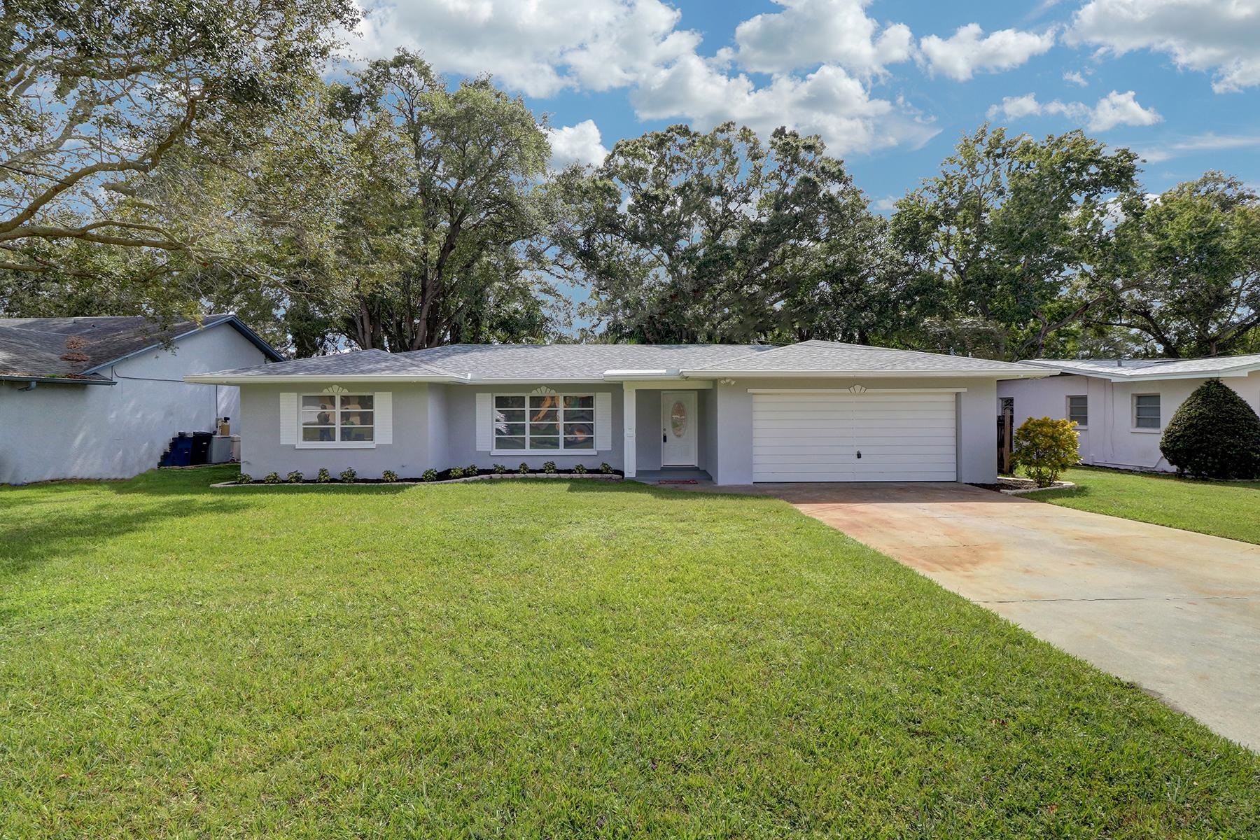 Maison unifamiliale pour l Vente à CLEARWATER 2167 Burnice Dr Clearwater, Florida, 33764 États-Unis