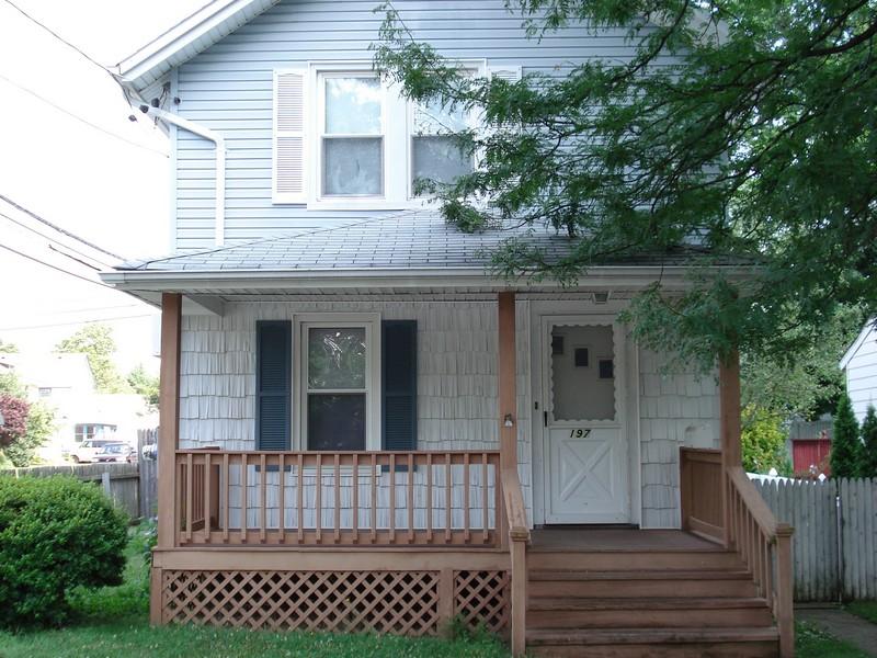 Casa para uma família para Venda às Colonial 197 Drexel Ave Westbury, Nova York 11590 Estados Unidos