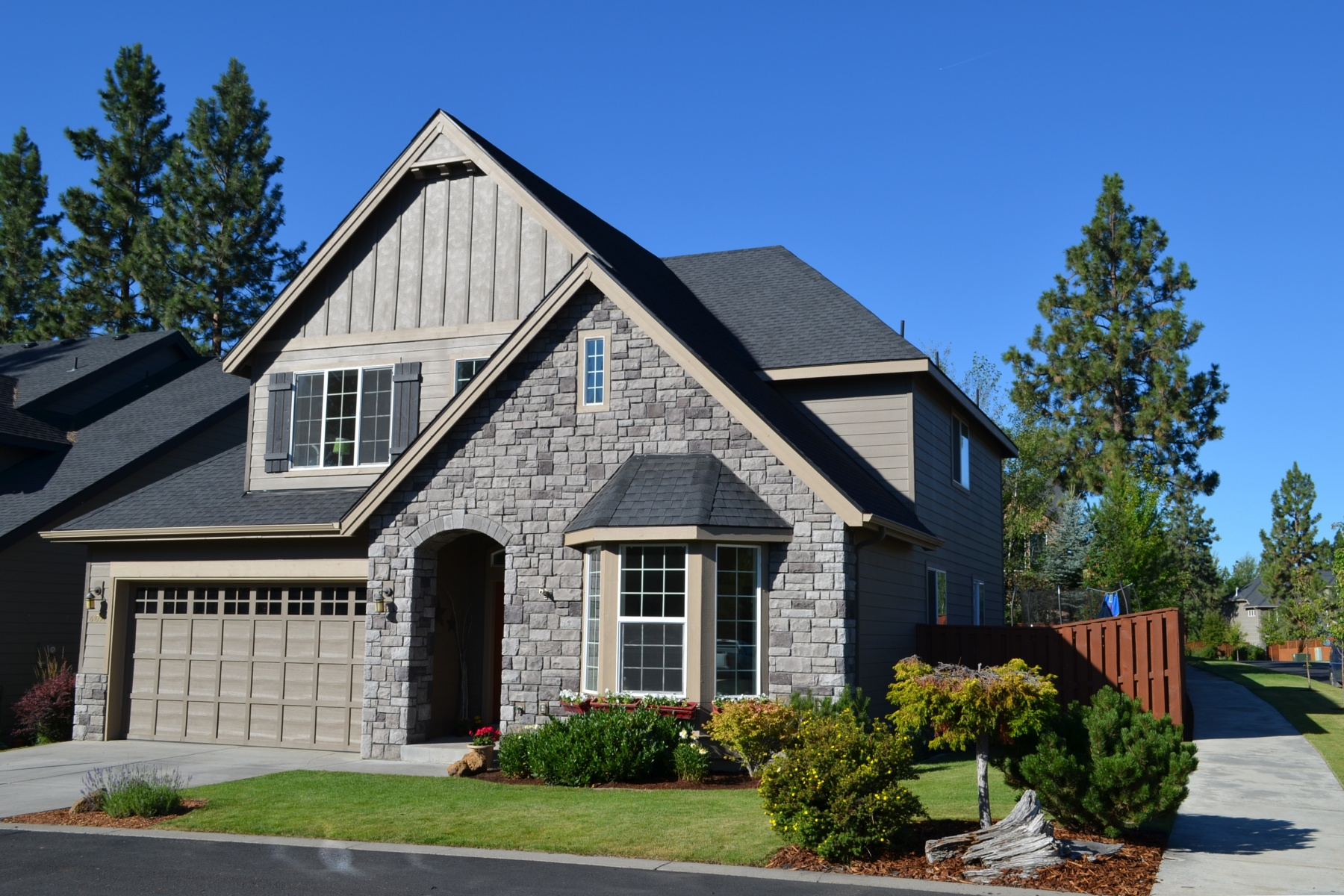Moradia para Venda às Highly Desired River Canyon Estates 61058 Snowbrush Dr Bend, Oregon, 97702 Estados Unidos