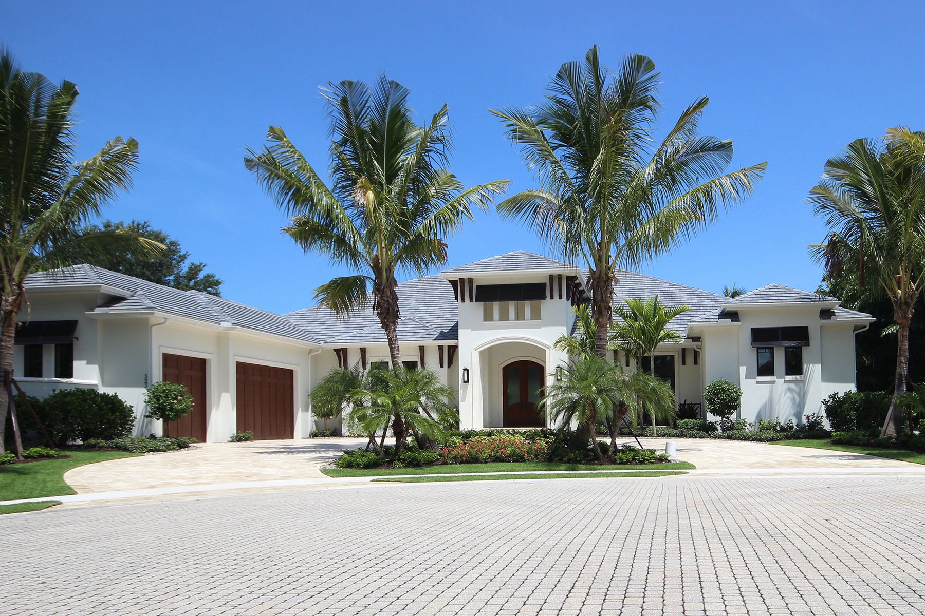 Casa Unifamiliar por un Venta en PELICAN BAY - BAY COLONY SHORES 323 Cromwell Ct Naples, Florida, 34108 Estados Unidos