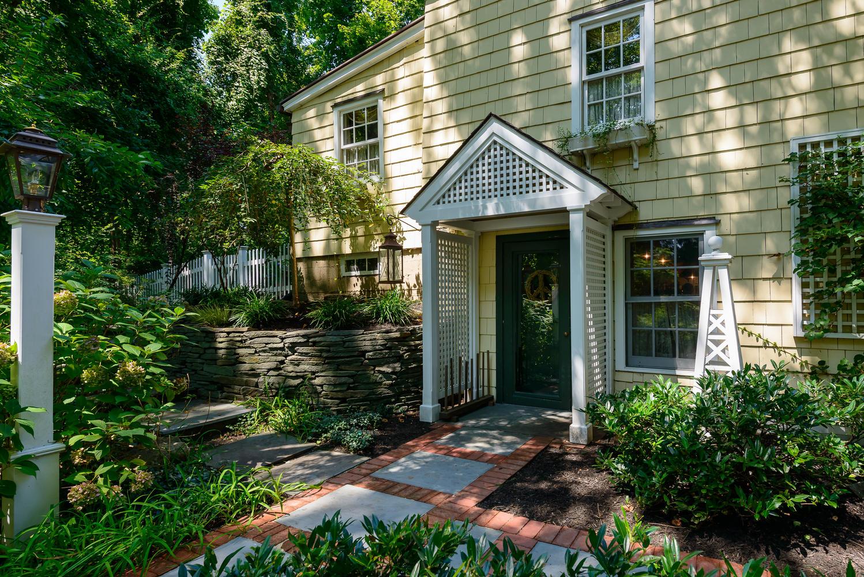 Casa para uma família para Venda às Colonial 31 Rock Hollow Rd Manhasset, Nova York 11030 Estados Unidos