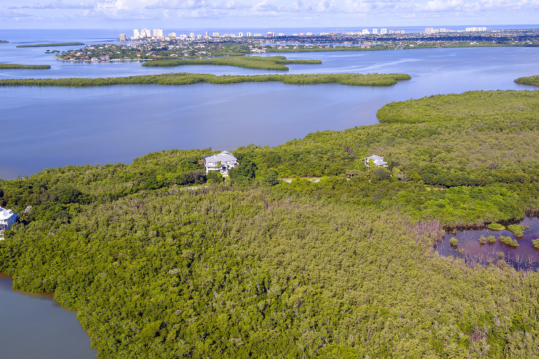 토지 용 매매 에 MARCO ISLAND - KEY MARCO 828 Whiskey Creek Dr Marco Island, 플로리다, 34145 미국