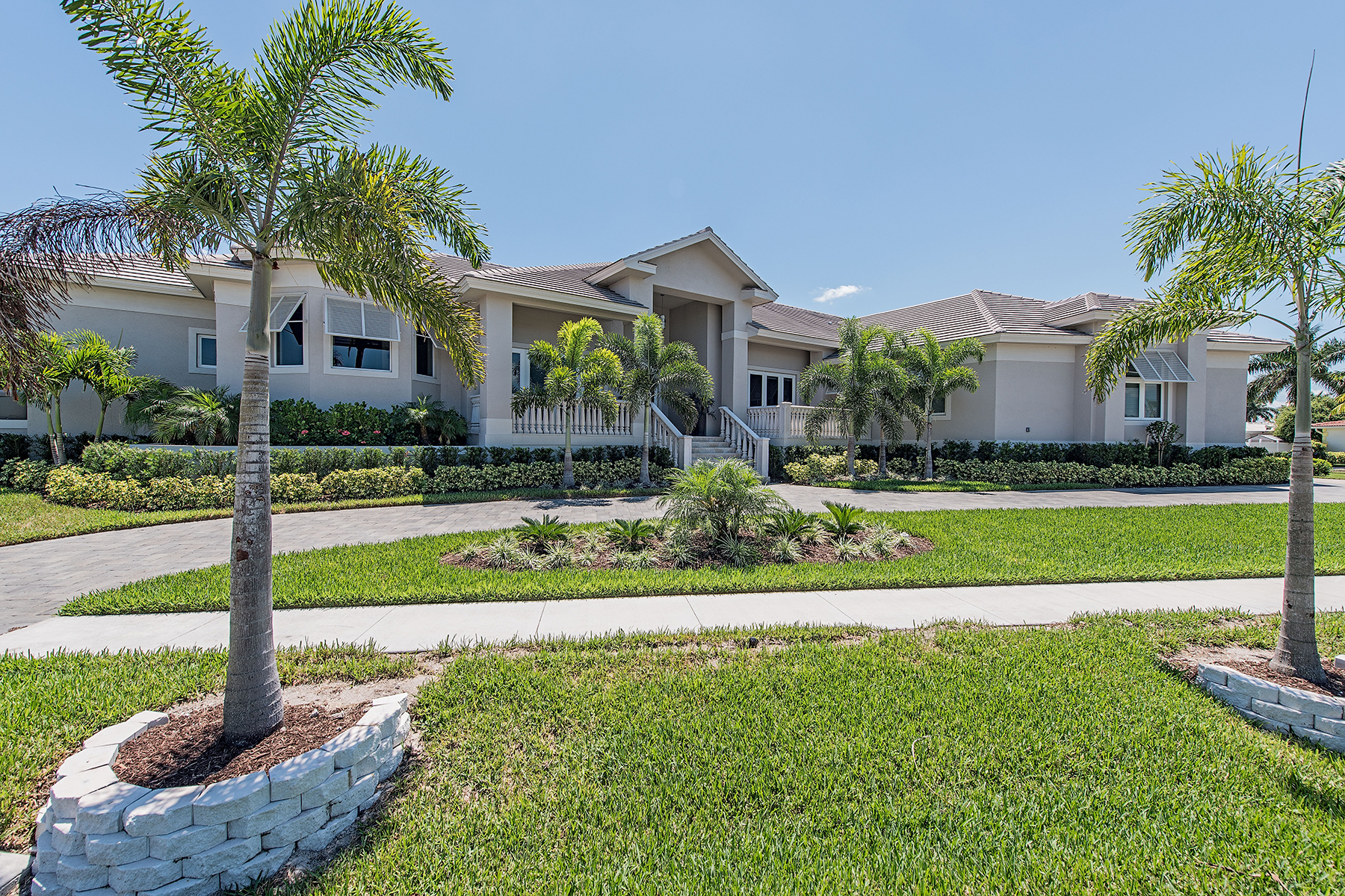 Single Family Home for Sale at MARCO ISLAND - LAUREL COURT 1231 Laurel Ct Marco Island, Florida 34145 United States