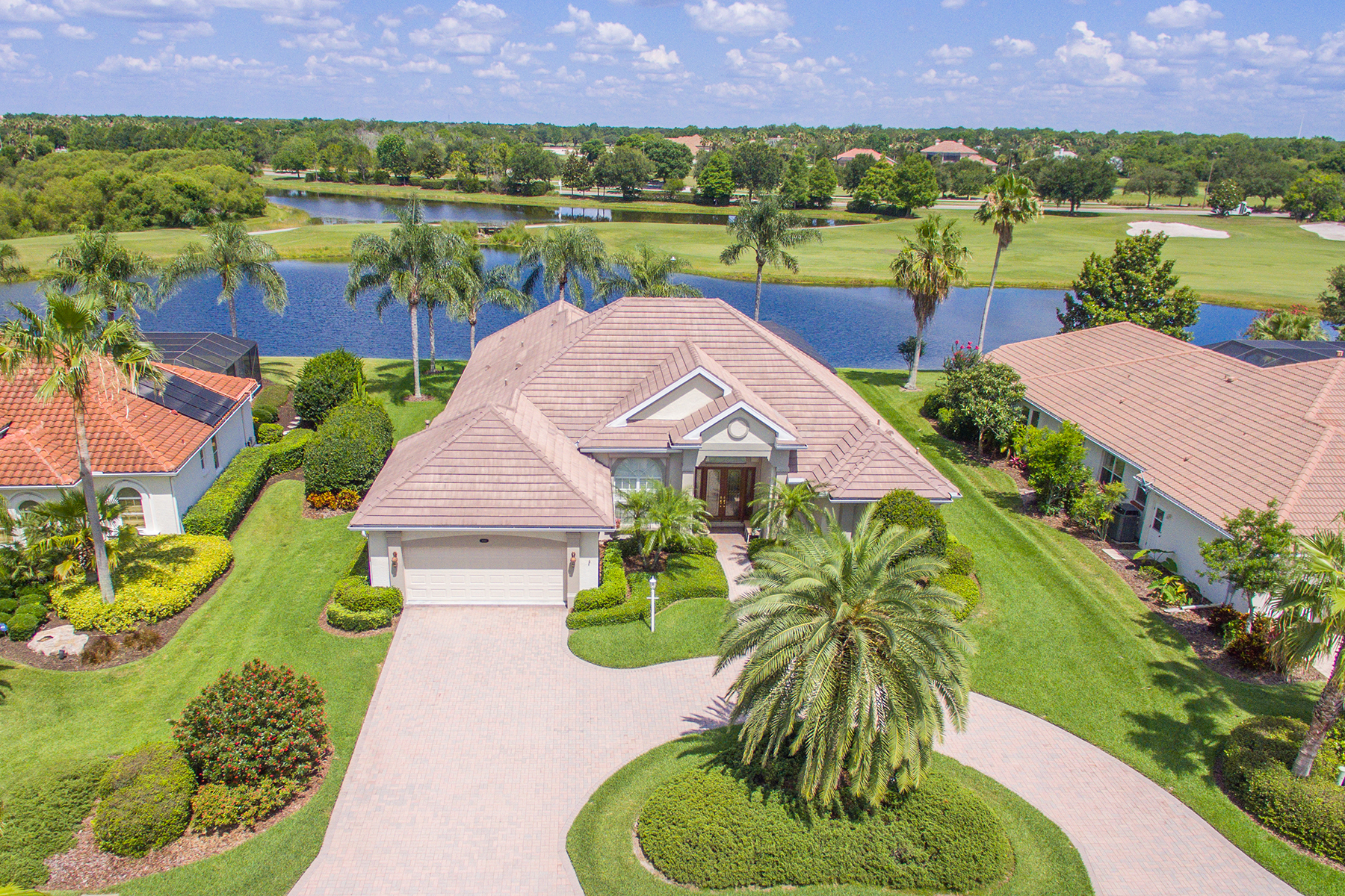 Single Family Home for Sale at LAKEWOOD RANCH COUNTRY CLUB VILLAGE 8044 Royal Birkdale Cir Lakewood Ranch, Florida, 34202 United States