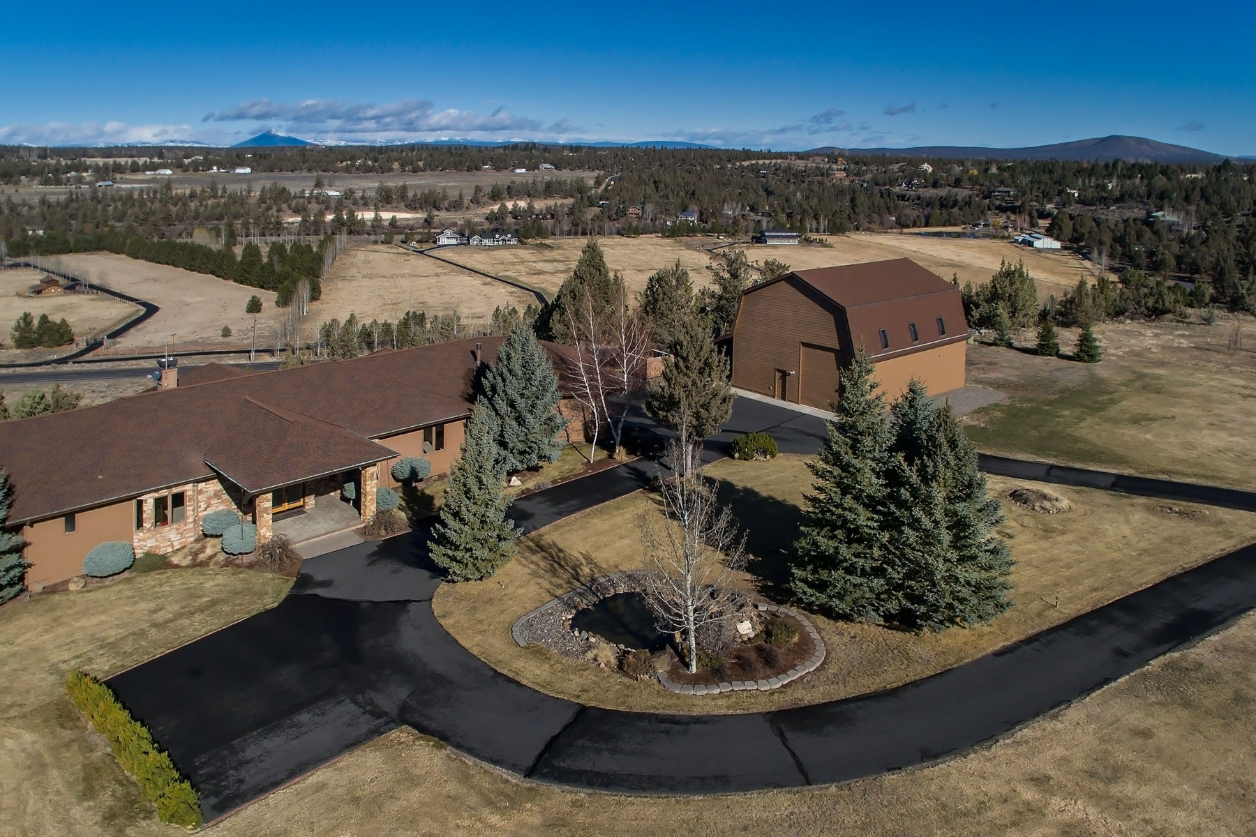 Moradia para Venda às Panoramic Mountain Views $1,197,000 20150 Winston Loop Bend, Oregon, 97701 Estados Unidos