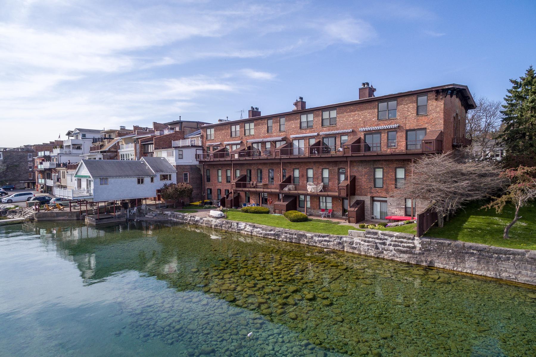 Частный односемейный дом для того Продажа на Waterfront Condo 84 E Genesee St Skaneateles, 13152 Соединенные Штаты