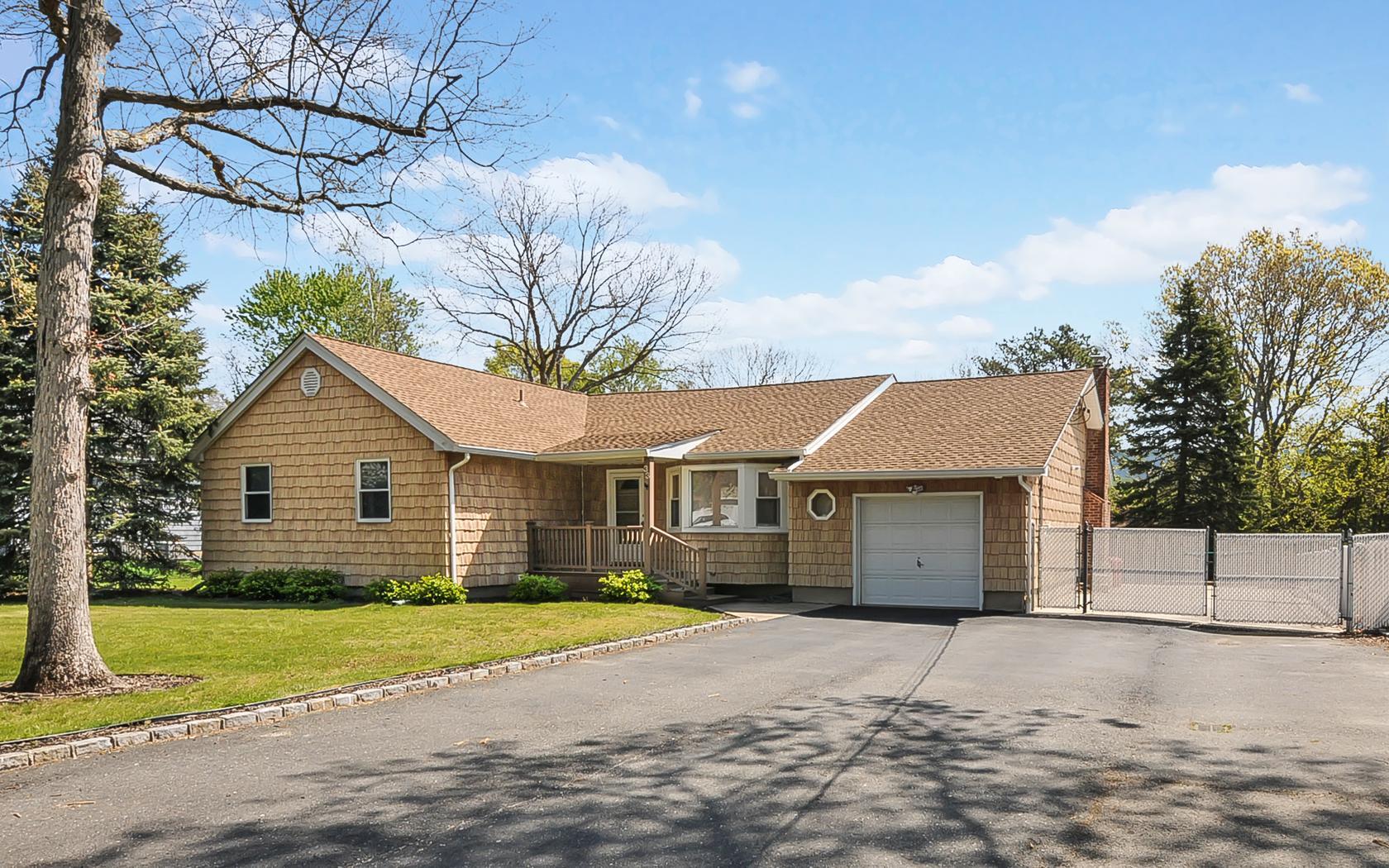 獨棟家庭住宅 為 出售 在 Ranch 33 Marion St Nesconset, 紐約州, 11767 美國