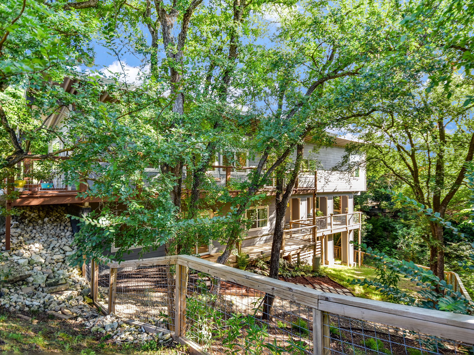 Single Family Home for Sale at Urban East Side Treehouse 5204 Delores Ave Austin, Texas 78721 United States