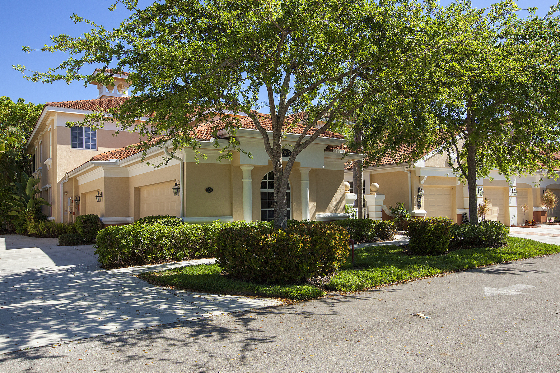 Condominio por un Venta en FIDDLER'S CREEK - DEER CROSSING 3985 Deer Crossing Ct 101 Naples, Florida, 34114 Estados Unidos
