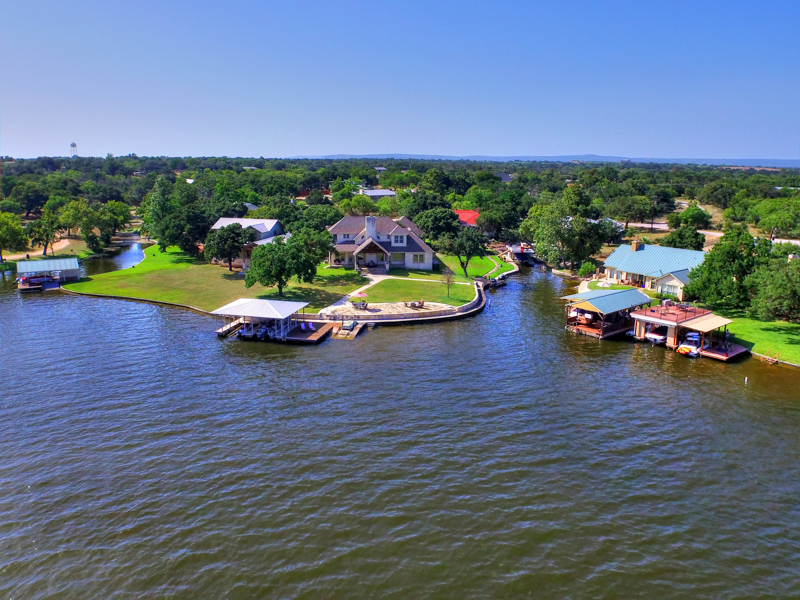 Villa per Vendita alle ore Exquisite Lake House on Lake LBJ! 611 Blue Cv Granite Shoals, Texas 78654 Stati Uniti