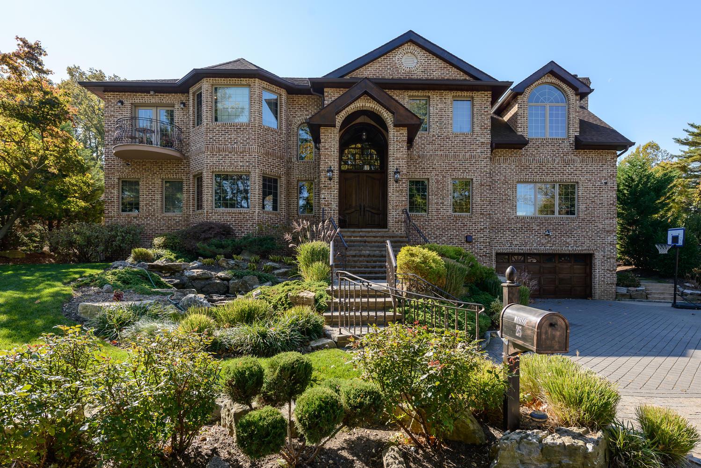 Villa per Vendita alle ore Colonial Glen Cove, New York 11542 Stati Uniti