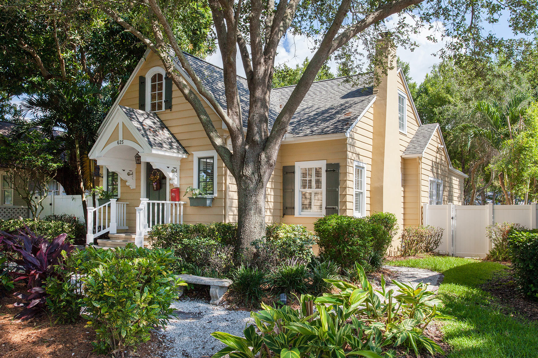 Single Family Home for Sale at OLD NORTHEAST 625 13th Ave NE St. Petersburg, Florida, 33701 United States