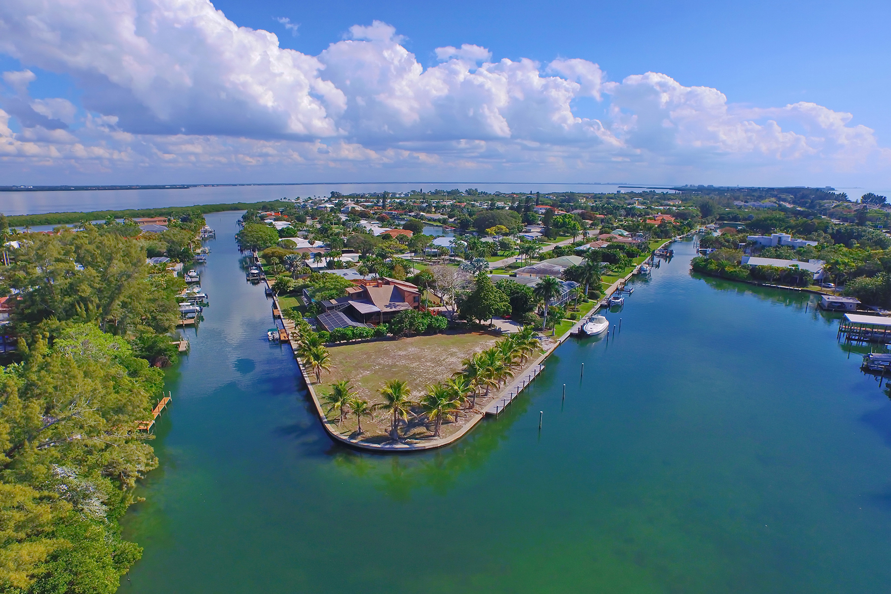 Arazi için Satış at EMERALD HARBOR 641 Emerald Harbor Dr 40 Longboat Key, Florida 34228 Amerika Birleşik Devletleri