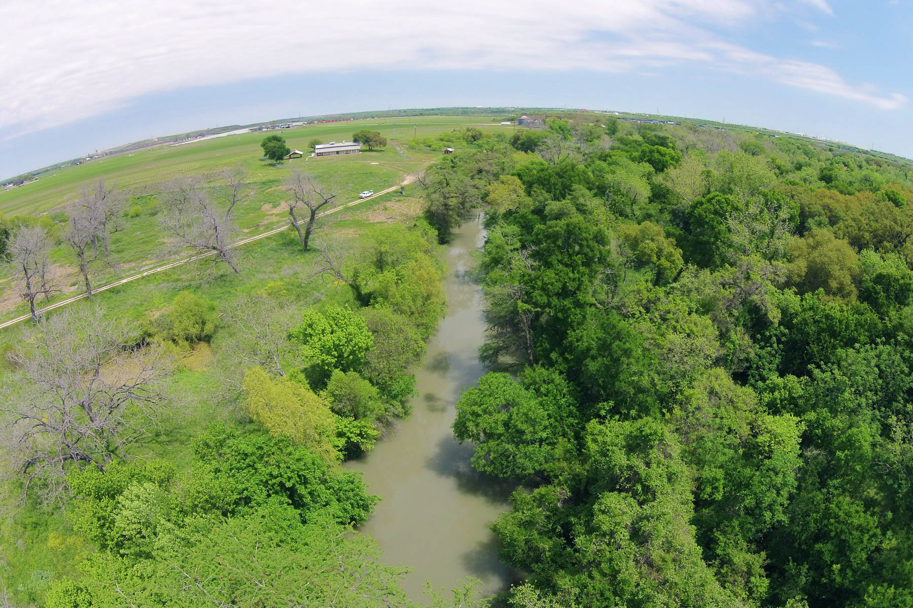 Ferme / Ranch / Plantation pour l Vente à 101+- Acres Bexar County - Medina River Ranch 8182 Old Pearsall Rd San Antonio, Texas, 78252 États-Unis