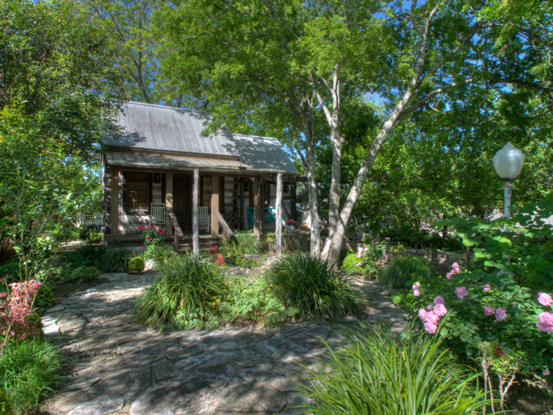 Additional photo for property listing at Half-Acre Setting with Five Distinctive Structures 602 W Main St Fredericksburg, Texas 78624 Estados Unidos