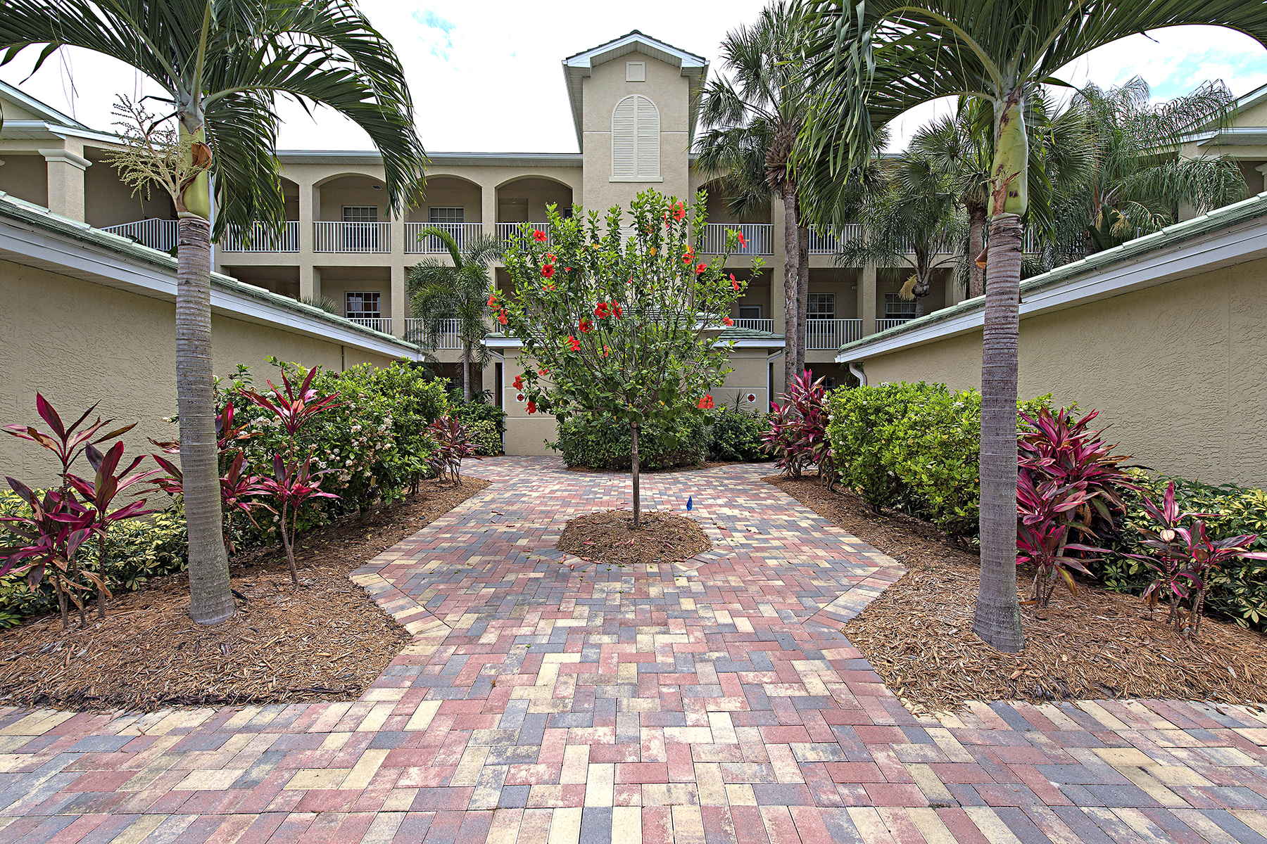 Condomínio para Venda às POINTE AT PELICAN LANDING 3441 Pointe Creek Ct 106 Bonita Springs, Florida, 34134 Estados Unidos