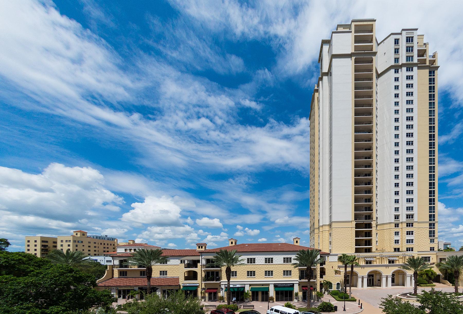 Appartement en copropriété pour l Vente à PARKSHORE PLAZA 300 Beach Dr NE 403 St. Petersburg, Florida, 33701 États-Unis