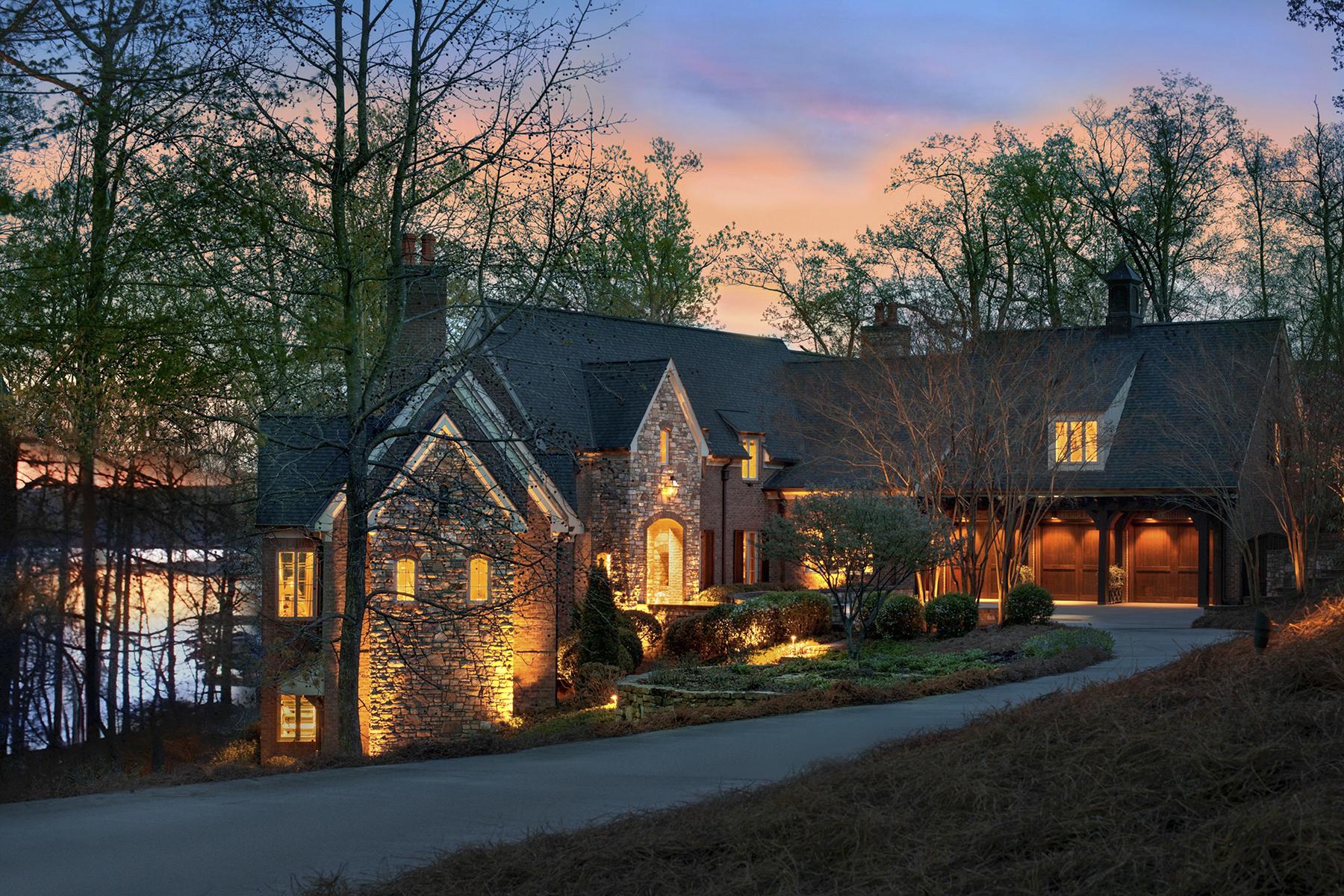 Casa Unifamiliar por un Venta en UWHARRIE POINT 136 Windy Hill Cv New London, Carolina Del Norte, 28127 Estados Unidos