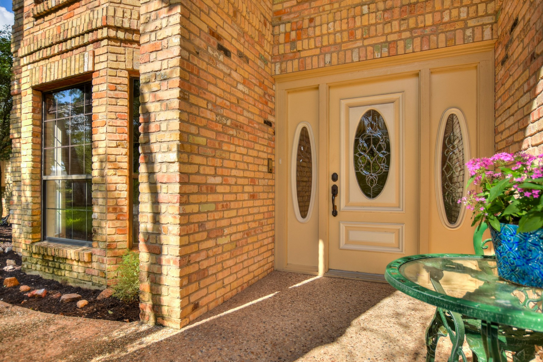 Additional photo for property listing at Updated Home in Northwest Hills 4407 Canyonside Trl Austin, Texas 78731 Estados Unidos