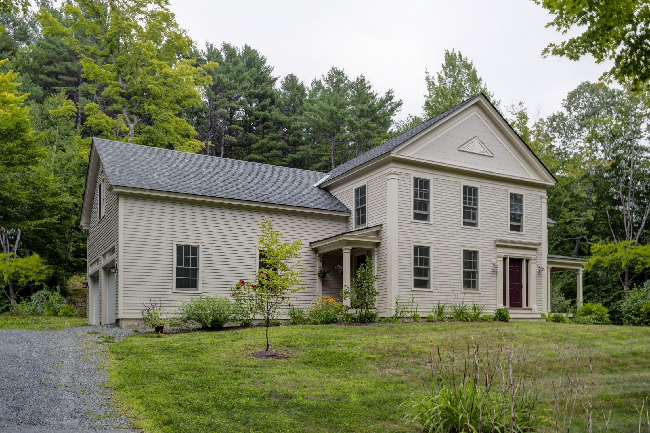 Single Family Home for Sale at 1079 Wheelock Rd, Hartford Hartford, Vermont, 05059 United States
