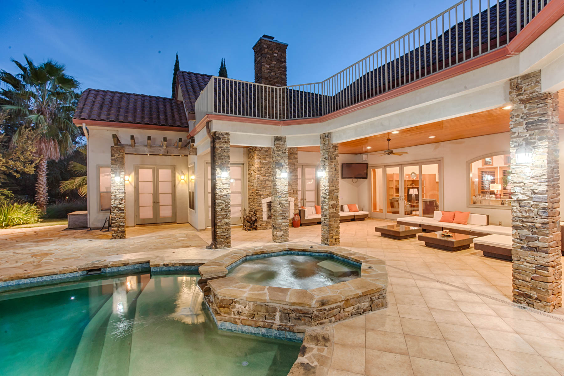 Additional photo for property listing at Contemporary Flair in Century Oaks Estates 22334 Angostura Blvd San Antonio, Texas 78261 United States