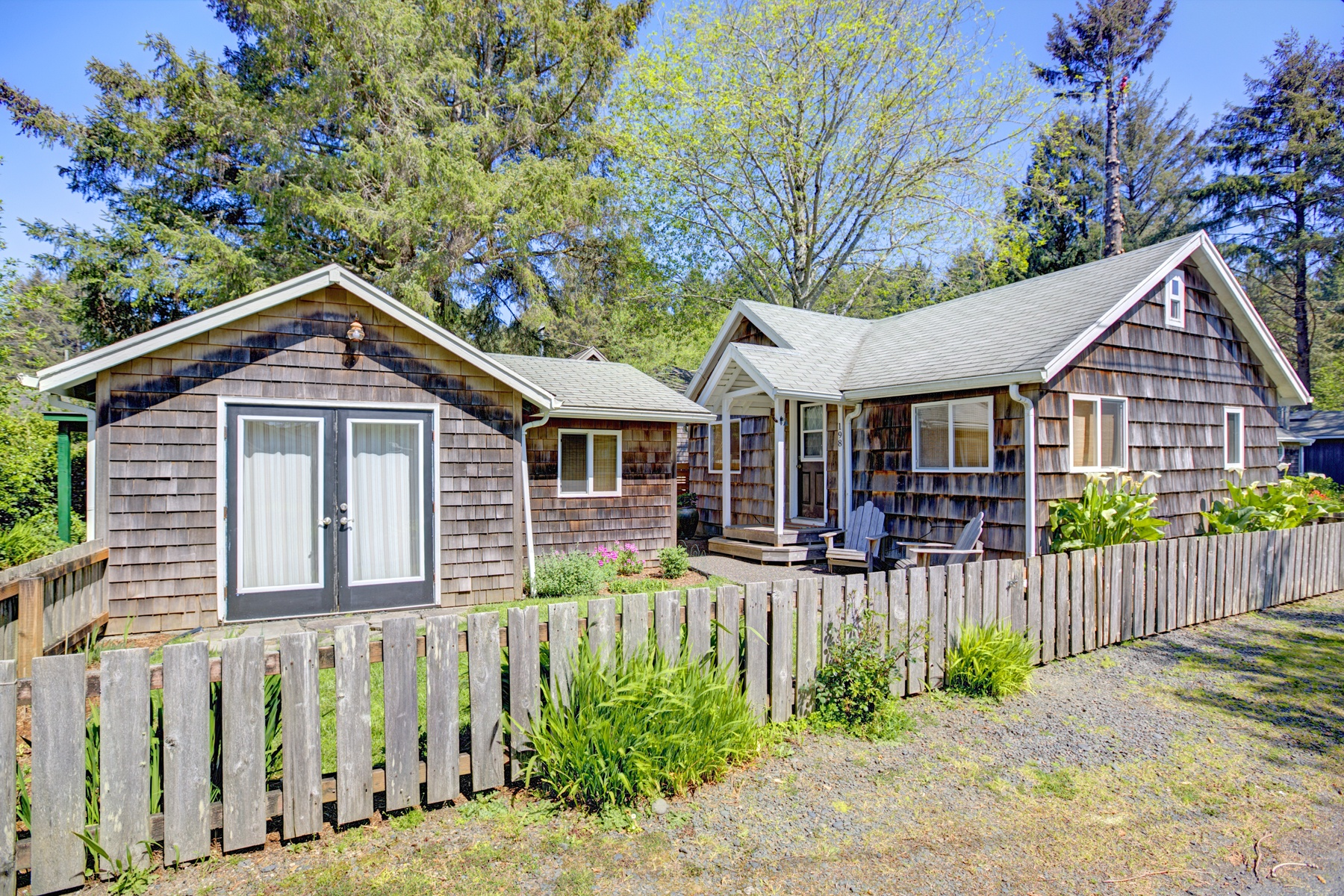 Single Family Home for Sale at 198 E Monroe, CANNON BEACH 198 E Monroe St Cannon Beach, Oregon, 97110 United States