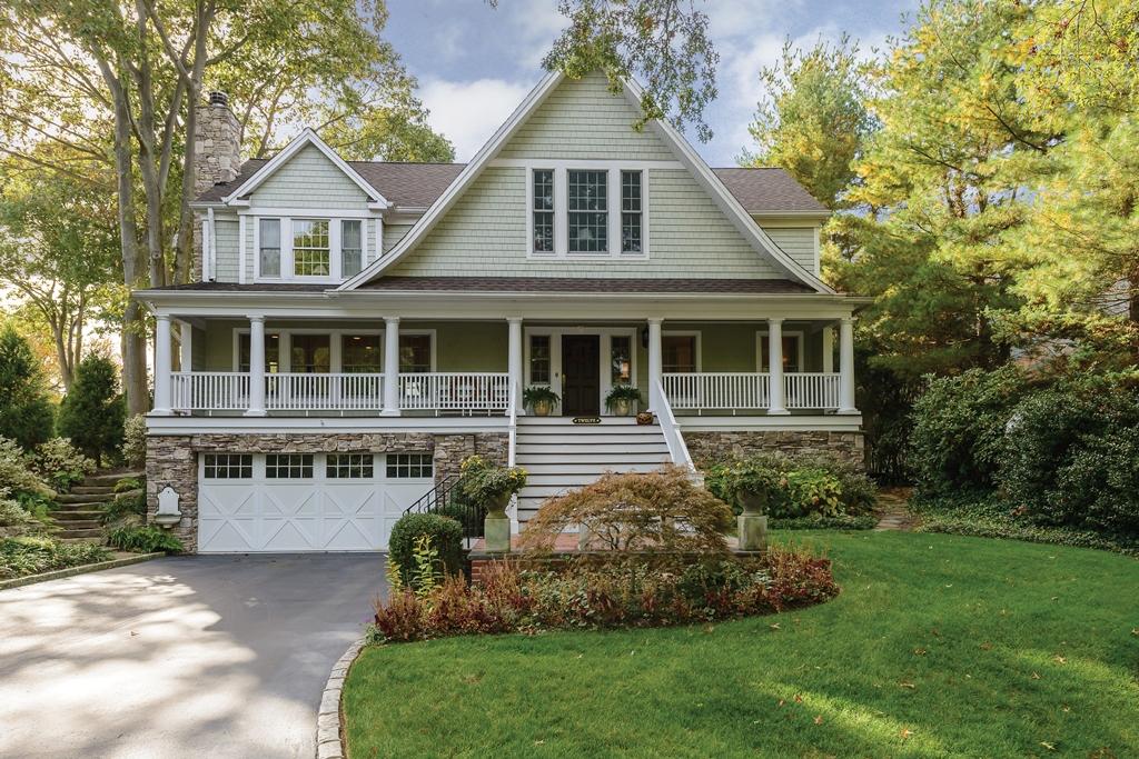 獨棟家庭住宅 為 出售 在 Colonial 12 Castle Harbor Rd Huntington Bay, 紐約州, 11743 美國