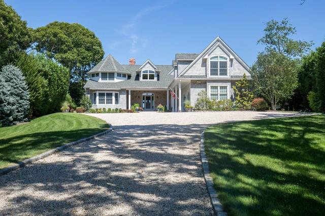 Maison unifamiliale pour l Vente à Traditional 9575 Nassau Point Rd Cutchogue, New York, 11935 États-Unis