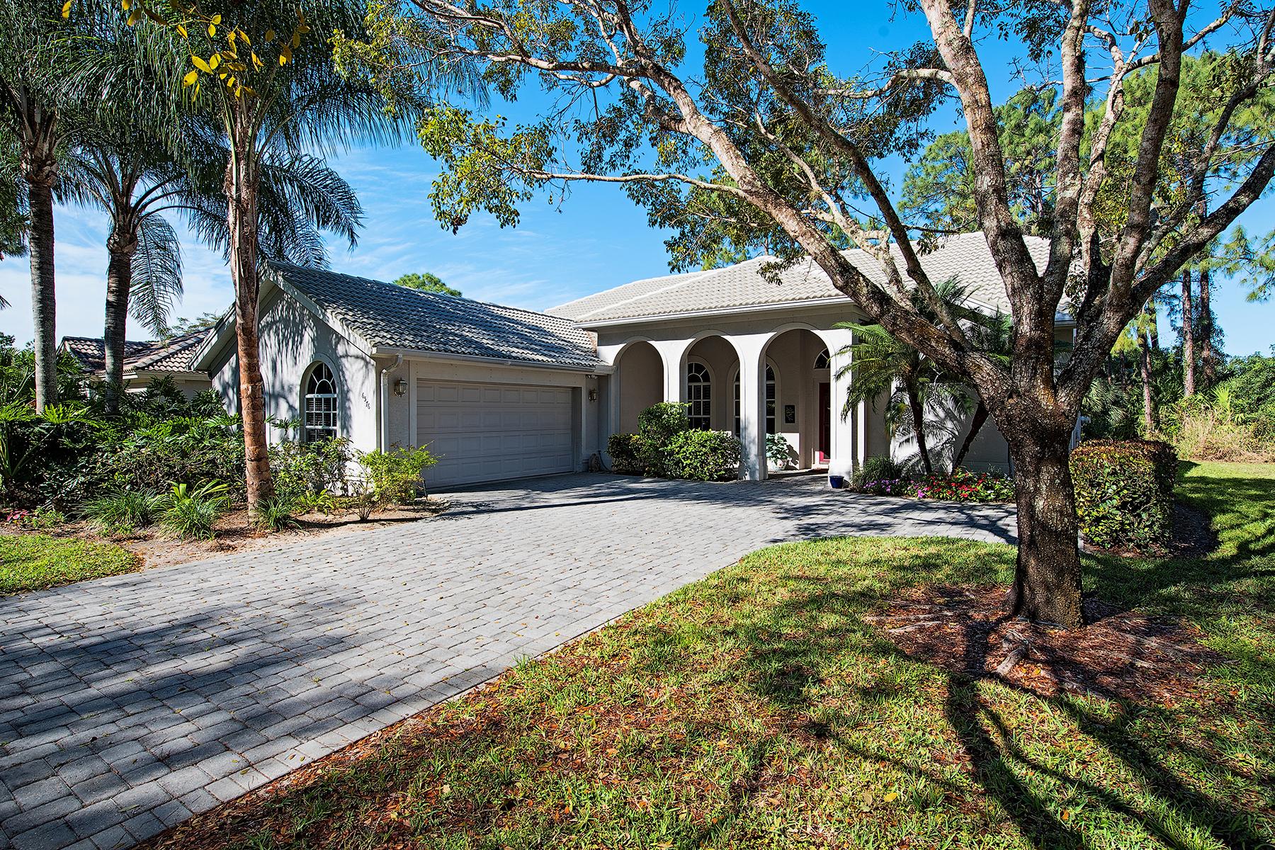 Vivienda unifamiliar por un Venta en AUTUMN WOODS 6576 Chestnut Cir Naples, Florida, 34109 Estados Unidos
