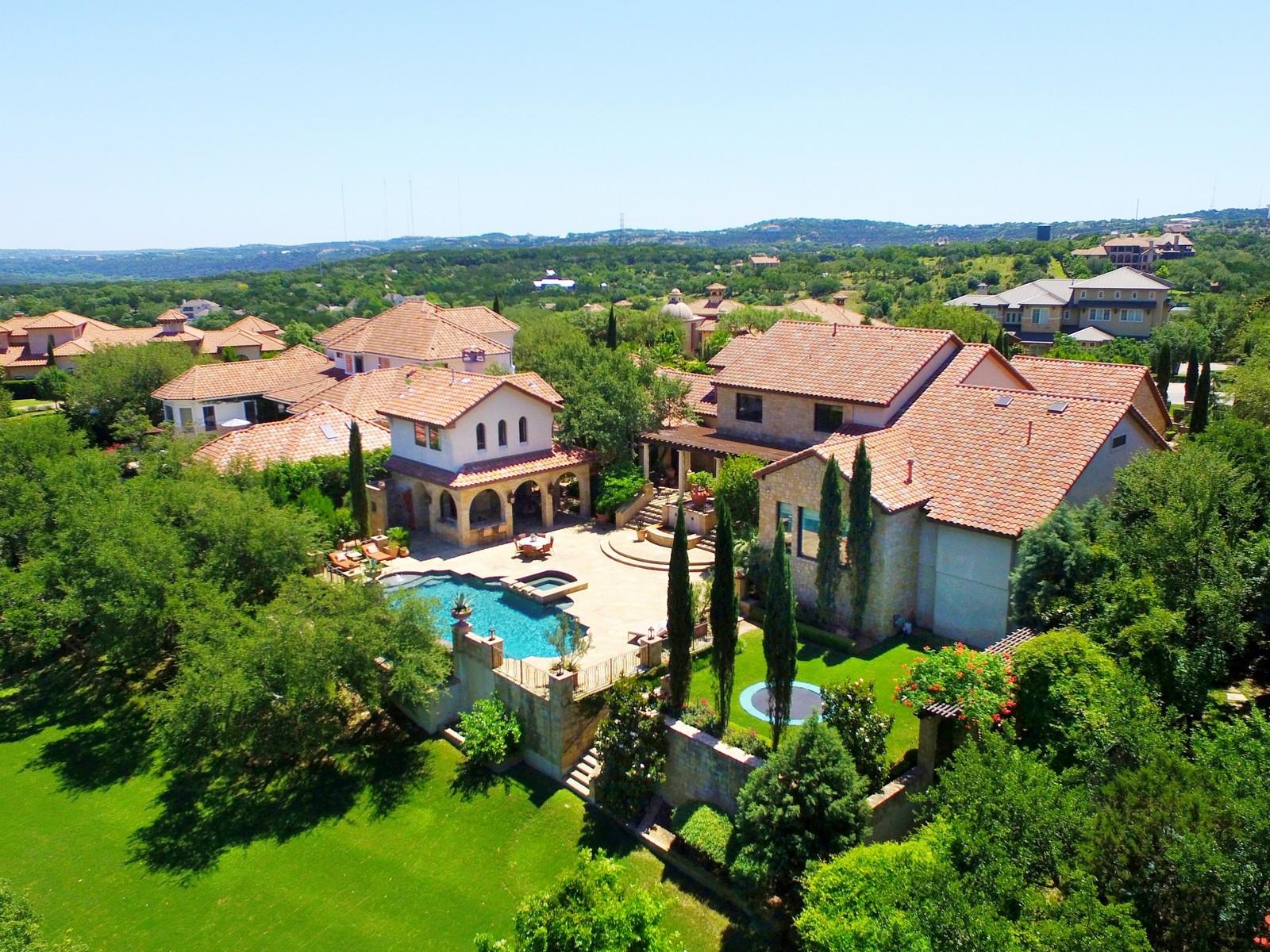 Moradia para Venda às Gated Italian Villa 216 Brandon Way Austin, Texas, 78733 Estados Unidos