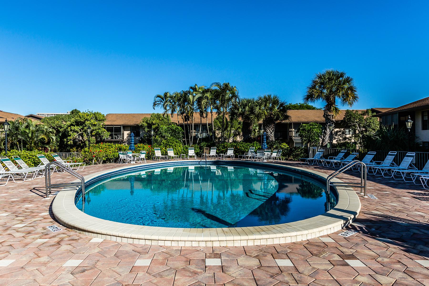 Nhà chung cư vì Bán tại MARCO ISLAND - SEAWATCH 213 S Collier Blvd 2-104 Marco Island, Florida, 34145 Hoa Kỳ