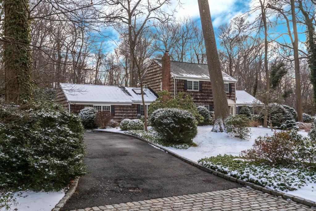 Einfamilienhaus für Verkauf beim Stony Brook Shores Colonial 12 Hawks Nest Rd Stony Brook, New York, 11790 Vereinigte Staaten
