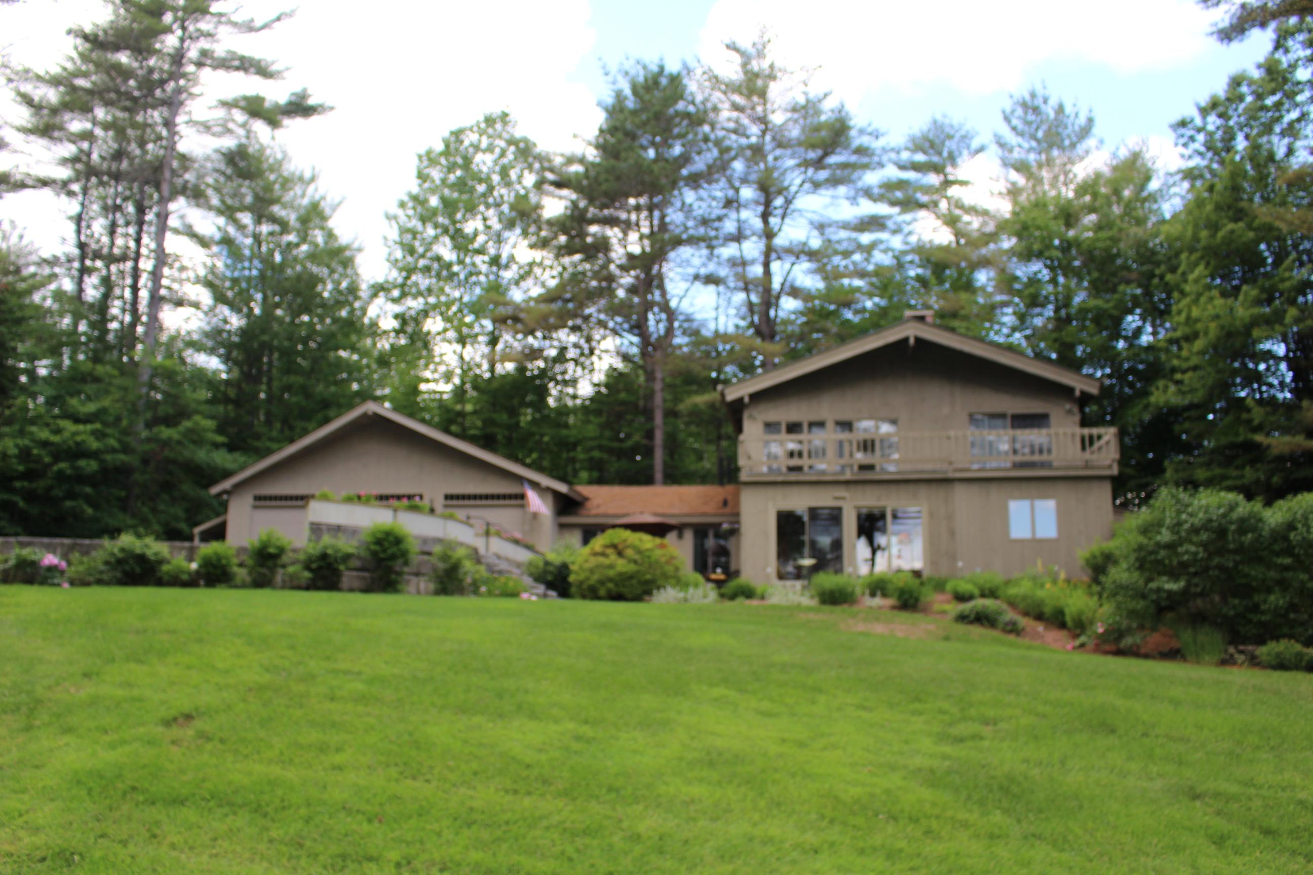 Villa per Vendita alle ore 160 Fairway, New London 160 Fairway Ln New London, New Hampshire 03257 Stati Uniti