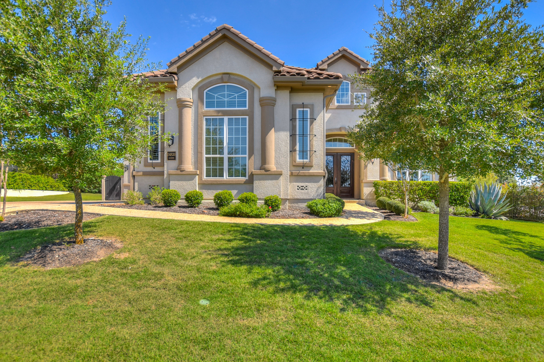 Single Family Home for Sale at Award Winning Gem in The Dominion 24839 Ellesmere San Antonio, Texas 78257 United States