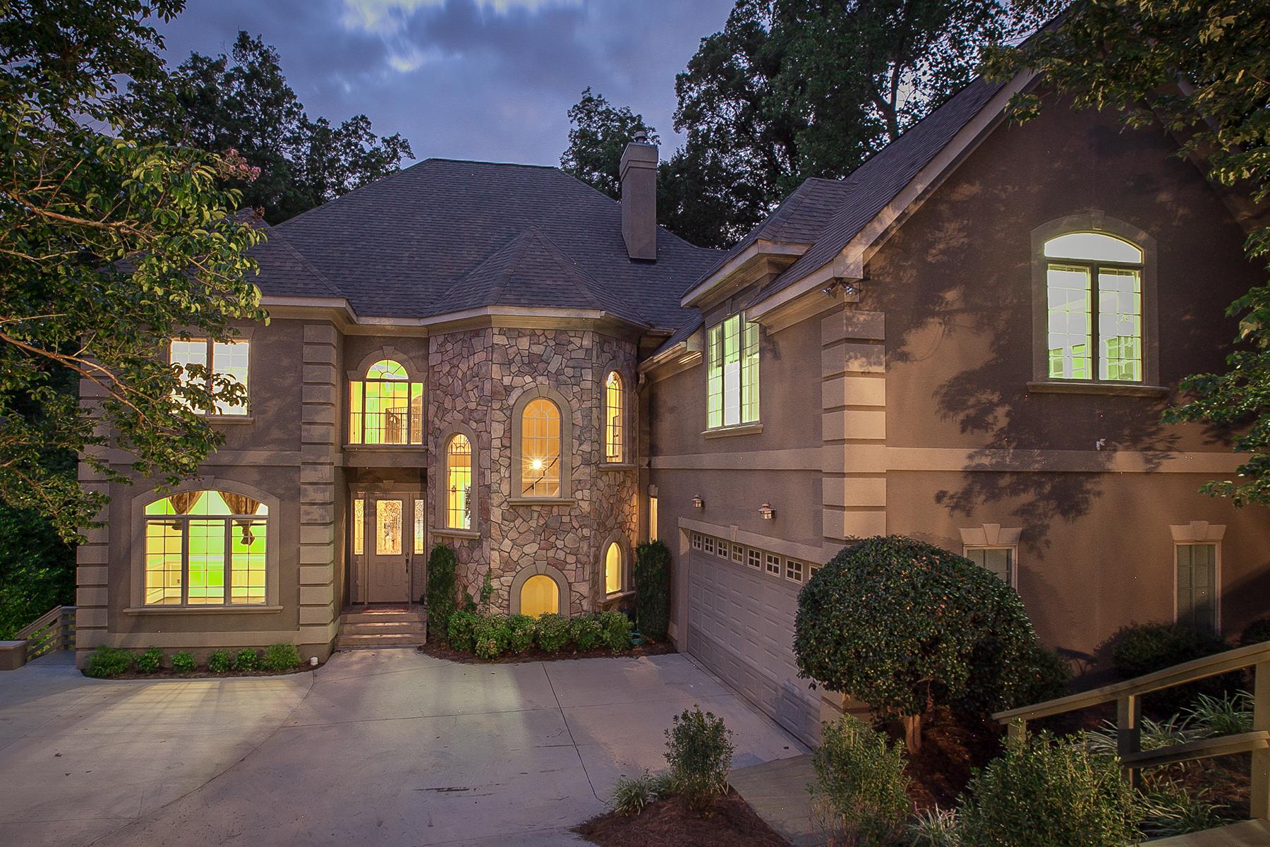 Casa para uma família para Venda às MT ISLE HARBOR 2629 Mt Isle Harbor Dr Charlotte, Carolina Do Norte 28214 Estados Unidos