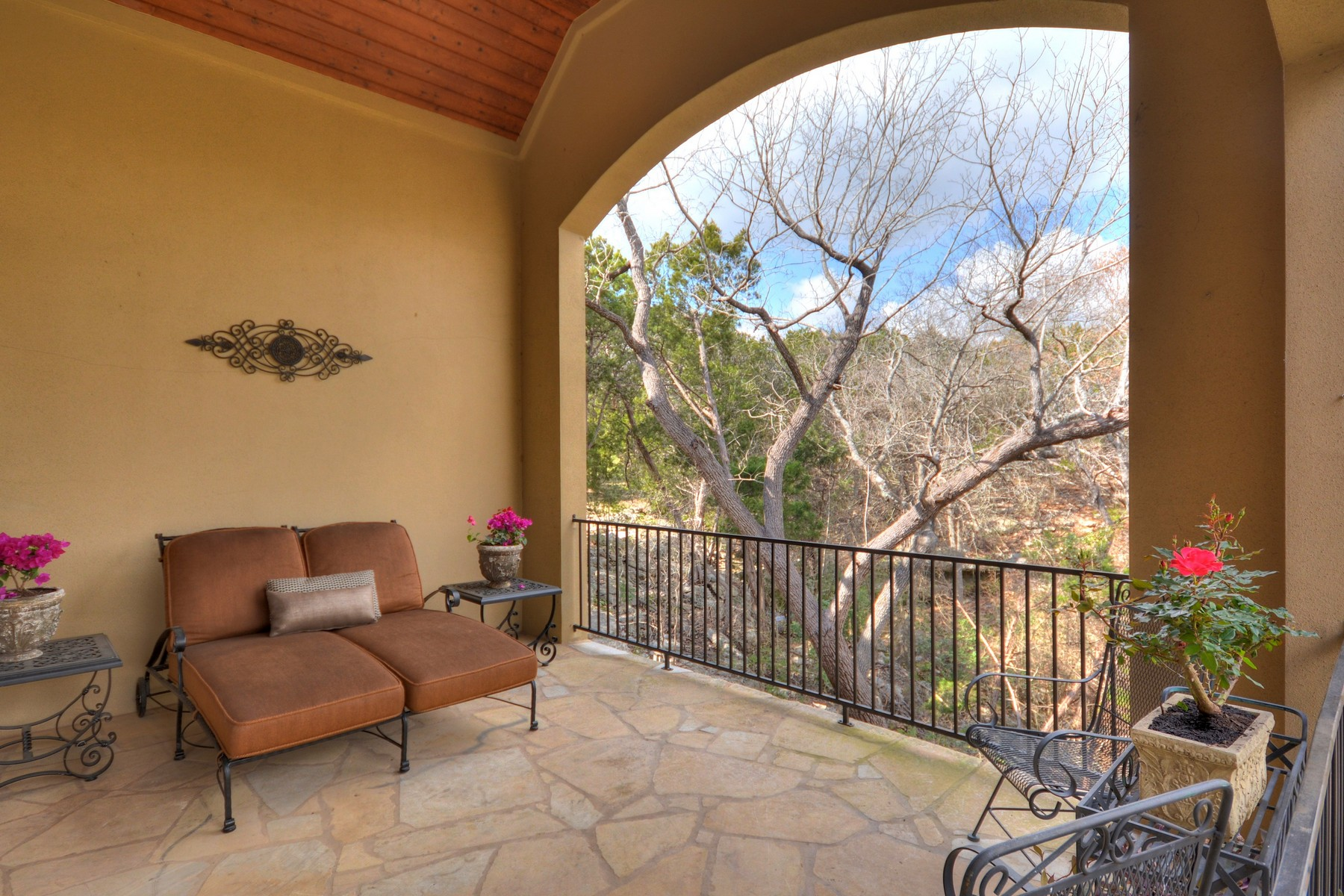 Additional photo for property listing at Custom One Story 9213 Eddy Cv Austin, Texas 78735 United States