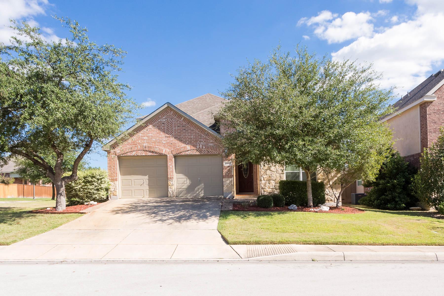 Casa Unifamiliar por un Venta en Captivating Home in Cibolo Canyons Ventana 23922 Western Meadow San Antonio, Texas 78261 Estados Unidos