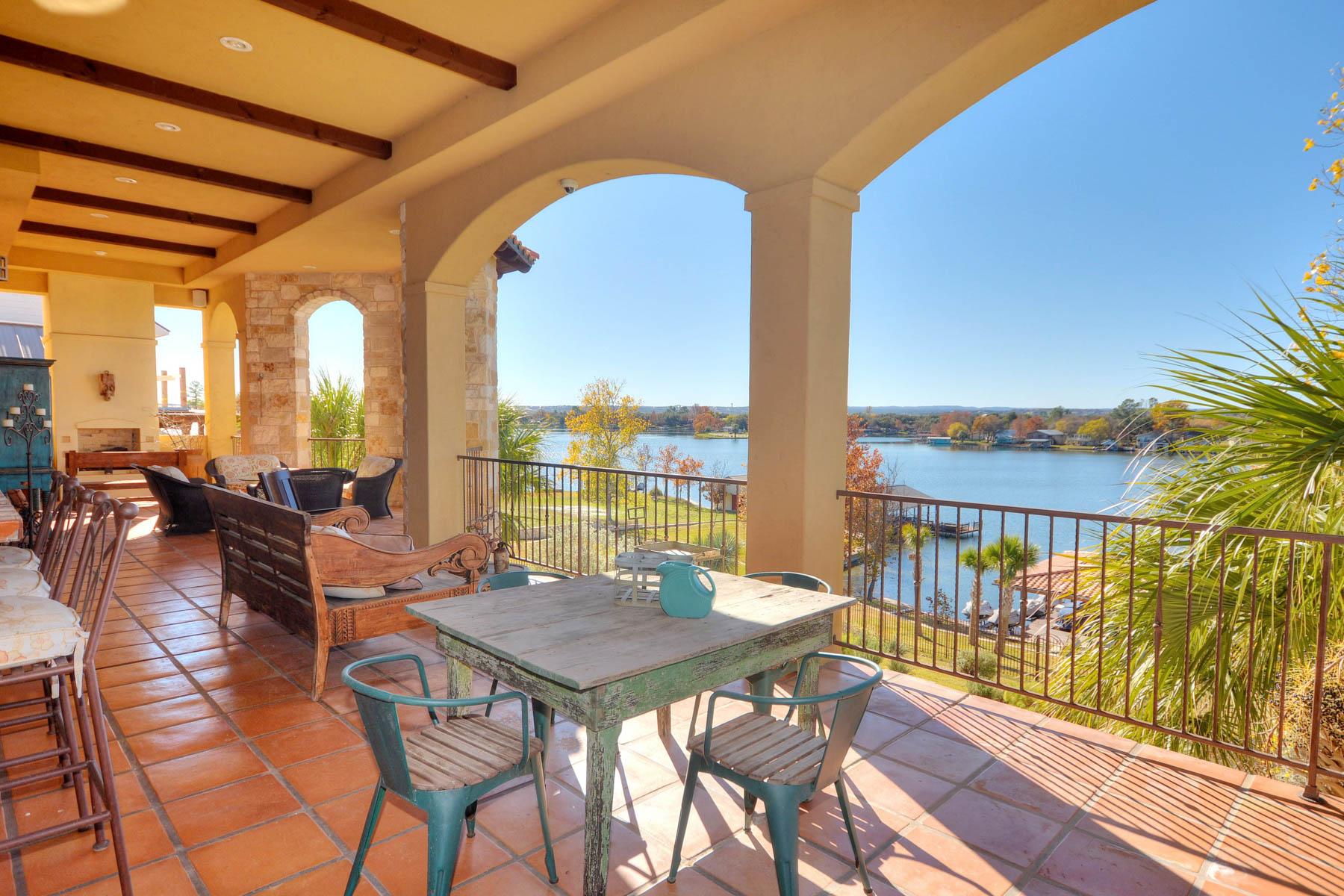 Nhà ở một gia đình vì Bán tại Casa Del Lago on Lake LBJ 224 Green Acres Dr Granite Shoals, Texas 78654 Hoa Kỳ